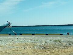 小川港周辺の景色。青々とした海が見えました。
