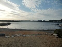 八景島にも砂浜があることはあまり知られていない。規模は小さく遊泳禁止なので無理もない。