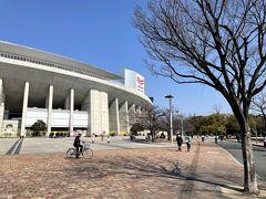 2月半ばの休日。 最近は、鉄道で買い物も行かず、運動不足解消に長居公園へ! 一周約4kmのコースを歩く。 これがいい運動になります。 先日の大阪国際女子マラソンは、コロナの影響で大阪城公園や御堂筋など大阪市内を走るコースではなく、長居公園内を何十周と走ってましたね。