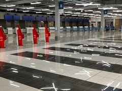 久しぶりのセントレア。  第2ターミナル側にあるフライト・オブ・ドリームスには2回程遊びに来ていますが、第2ターミナルからのフライトは初めてでした。  第2ターミナルで期待されていたエアアジア・ジャパンがコロナであえなく潰れて(´;ω;`)しまったので今こちらは、ジェットスターのみ就航しています。  近頃、名古屋からの就航に力を入れているピーチエアは第1ターミナルの利用なので第2ターミナルは寂しい感じでした(´;ω;`)  閑散( ᵒ̴̶̷̥́_ᵒ̴̶̷̣̥̀ )