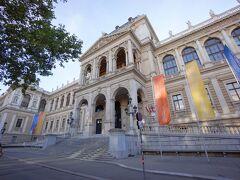 ウィーン大学です。1365年創立のドイツ語圏最古・最大の総合大学です。ルドルフ4世がプラハ・カレル大学に対抗して創立されました。神聖ローマ帝国が創立した最古参の三大大学(カレル大学、ウィーン大学、ハイデルベルク大学)の一つです。