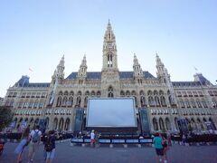 ウィーン市庁舎は1872年から1883年にかけて建設されたネオゴシック様式の建物です。ウィーンは市単独で連邦州と同等な行政区となります。