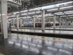 自粛生活にも疲れて久々の宿泊旅行です。わたくしは11月初旬の高知一人旅以来、奥さんに至っては9月のサロマ湖以来の旅行になります。例年だと年末年始は実家の石川県で迎えますが、今年はずっ~~~~~~~と吹田市の自宅です。 ということはさておいて、阪急電車に揺られて大阪梅田駅に到着です。