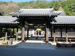 神社の隣に外湯の御所の湯。城崎温泉の外湯は、場所によって全然趣が違いますね