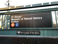 METから20分ほど散策して,81St(自然史博物館前)駅に到着。ここは,ABC系統が通ってますが,AとDは急行でこの駅にはホームなく,BとDはあんまり南下しないで東に折れていってしまうので,C系統に乗ります。