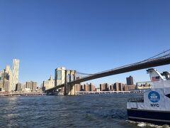 この日もいい天気でした。今から渡るブルックリン橋。この時点でかっこよさそう