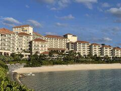 沖縄旅行2泊目は、以前より泊まりたかった「ザ・ブセナテラス」。部瀬名岬に構える巨大ホテルです。