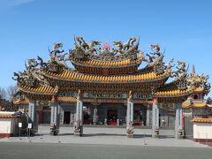 視界が開けてこの黄色い屋根が見えると、そこは台湾でした。