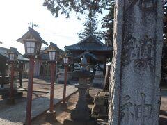 ここのところ話題になっているアニメの影響もあって人気! というコメントも見かけたけれど、この日は神社の裏で小学生の男の子が2人で遊んでいるだけの静かな神社でした。