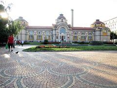 ソフィア歴史博物館はかつての中央浴場を利用している 寺院のバーニャとは風呂という意味でここに由来している 石畳に模様がある