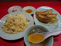 近くの中華料理屋で夕食