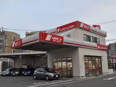 熊本駅西口すぐの所にあるニッポンレンタカーで車を借ります。  既に準備万端のようです。(笑)  「みんなの九州きっぷ」購入の際にもレンタカー予約できましたが、午前7時から営業しているのはここだったので「じゃらん」で予約しました。