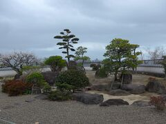 一松邸の庭と杵築城方面風景