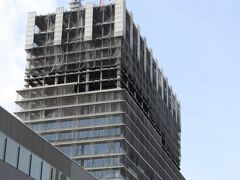 横羽線でみなとみらいへ。 44街区では、ウェスティンホテル横浜の建設が進んでいる。 2022年5月開業予定。