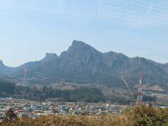 車中から見る妙義山、目立ちます
