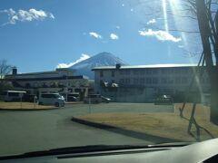 途中『富士緑の休暇村』で「富士天神山スキー場」のリフト券を購入します! 1日券3000円です! 通常料金より安い! 一昨年の夏に宿泊でお世話になりました!