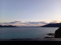 ホテルに戻る途中。 赤尾木湾の夕日です。  明日はクジラ。