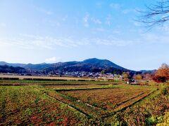 向こうに見えるのが日和田山。 地元の子供たちだと天覧山と日和田山は幼稚園児のハイキングコースらしい。 さすが、低山王国(そんな呼び名はないけど)の飯能の子供たち。