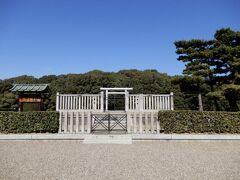 応神天皇の父、仁徳天皇の祖父であられる仲哀天皇の陵墓です