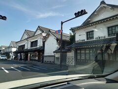 途中、吉井町を通りました。蔵のような建物がズラリと並んでいます。 そっか、ここは日田往還なんだ! 長崎に通じてるんだ!  と、さすがにこの辺りまで来ると山道の恐怖を忘れ、いつものお気楽な旅人に戻れてました。  いや~ほんっと、どげんなるとかいなって、マジ思ったもんね。         (*_*;