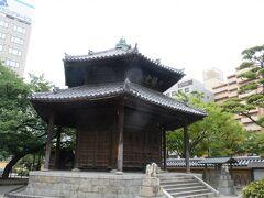 六角堂は江戸時代の建物です。