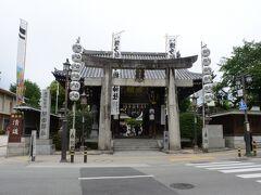 櫛田神社は今回2回目。  前回は、福岡へ来たらとりあえず櫛田神社へ、という感じでお参りにきたんですが・・。