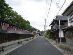 左側の塀がずっと伝右衛門邸です。