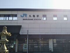【善通寺訪問の前日】 高松市での所要を済ませた後に丸亀市を再訪した。JR丸亀駅近くにある前回の時と同じホテルに宿泊した。