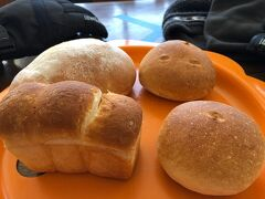 おまけ2 山頂エリアにある日本一高いところにあるパン屋さん「横手山頂ヒュッテ」のパンを頂きました。 場所柄もあって少々お高めですが大変おいしくて、何と言ったらいいか、達成感のあるパンでした。  おしまい。