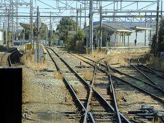 定刻で発車。ここは分岐駅の浅野駅。海芝浦へはここで右へ曲がります。