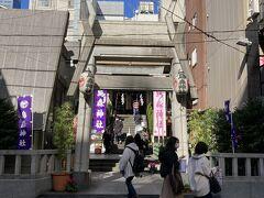 こちらは烏森神社。なんだか人が多いような。