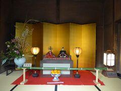 2番目はひいなめぐり7番 大原邸正面玄関に飾られた夫婦雛(京雛)