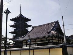 目の前に善通寺が見えて来る。駅から平坦な道をゆっくり歩いて20~25分程度の距離である。