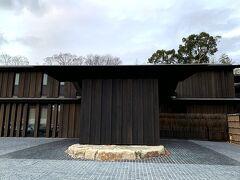 地元住民の方や、奈良公園の景観など、今までの経緯は色々あるようですが、でもゲストとして来た以上、そんなことは忘れて… 楽しまないと。