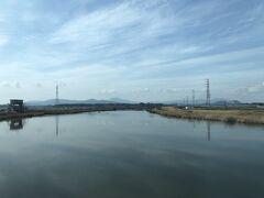 恋瀬川を渡る。茨城県鉾田市高浜駅付近。