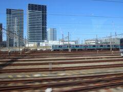 ところかわってこちらは海老名。通過です。車両基地がよく見えました。