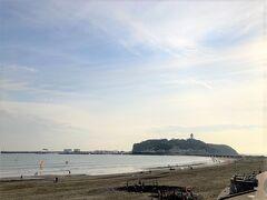 腰越海岸から見た江ノ島です。