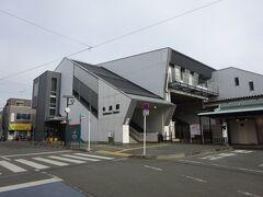 【その1】からのつづき  五日市線の無人駅、熊川駅から歩いてやってきた青梅線の牛浜駅。 両駅間は歩いて10分くらい。こんなに近いとは思わなかった。
