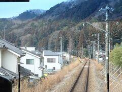 青梅駅を出ると、景色が一変。 ただしばらくの区間は、宅地化が進んでいる。
