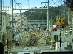 宮ノ平駅。 駅の脇にはマンションが建ってる。