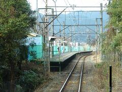 日向和田(ひなたわだ)駅。 梅の名所吉野梅郷が近く、ホリデー快速も停まるので、周辺の駅と違いホームが6両分ある。
