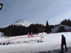 一泊しているのに、スキー場に着いたのはお昼前。本当に何が目的で来ているのか。