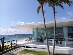 ガラス張りのレストラン 奄美きょら海工房まで。 坂も緩くて、ここまでは30分快適。