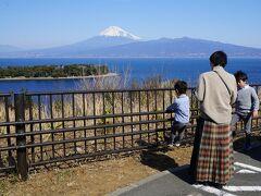 ぽかぽかと暖かく、富士山がとてもきれいに見えたので、富士山の写真を撮りながら戸田に向かうことにしました。