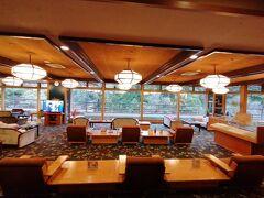 旅館は愉快リゾートでペットOKのお部屋がある、よしのや依緑園さんです。昔は高級旅館だったんだろうなあ。