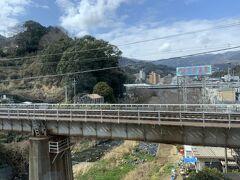 特急列車なので停車駅も少なく、あっという間に静岡県入り。