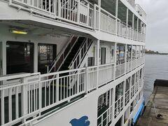 バスで 桜島フェリー乗り場まで目指す フェリーに乗る時は チケットの確認はしなくてそのまま乗り込む