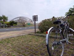 奄美で毎日自転車に乗ってましたが、自転車とすれ違ったのは1回だけでした。 駐輪場も私の1台だけ。
