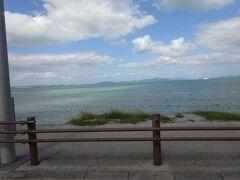 海中道路を走っているときに見える景色です。