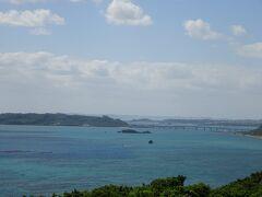 浜比嘉島の方の景色も見えます。